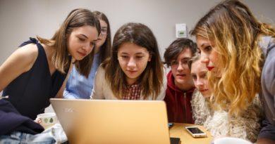 eleve care invata gratuit programare la adfaber