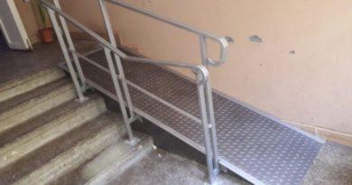 rampa pentru scaun cu rotile la bloc