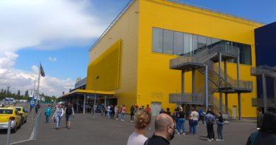 Aglomeratie și cozi de zeci de metri la Ikea Pallady, sector 3.