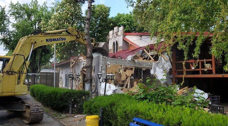 demolare restaurant medieval oraselul copiilor